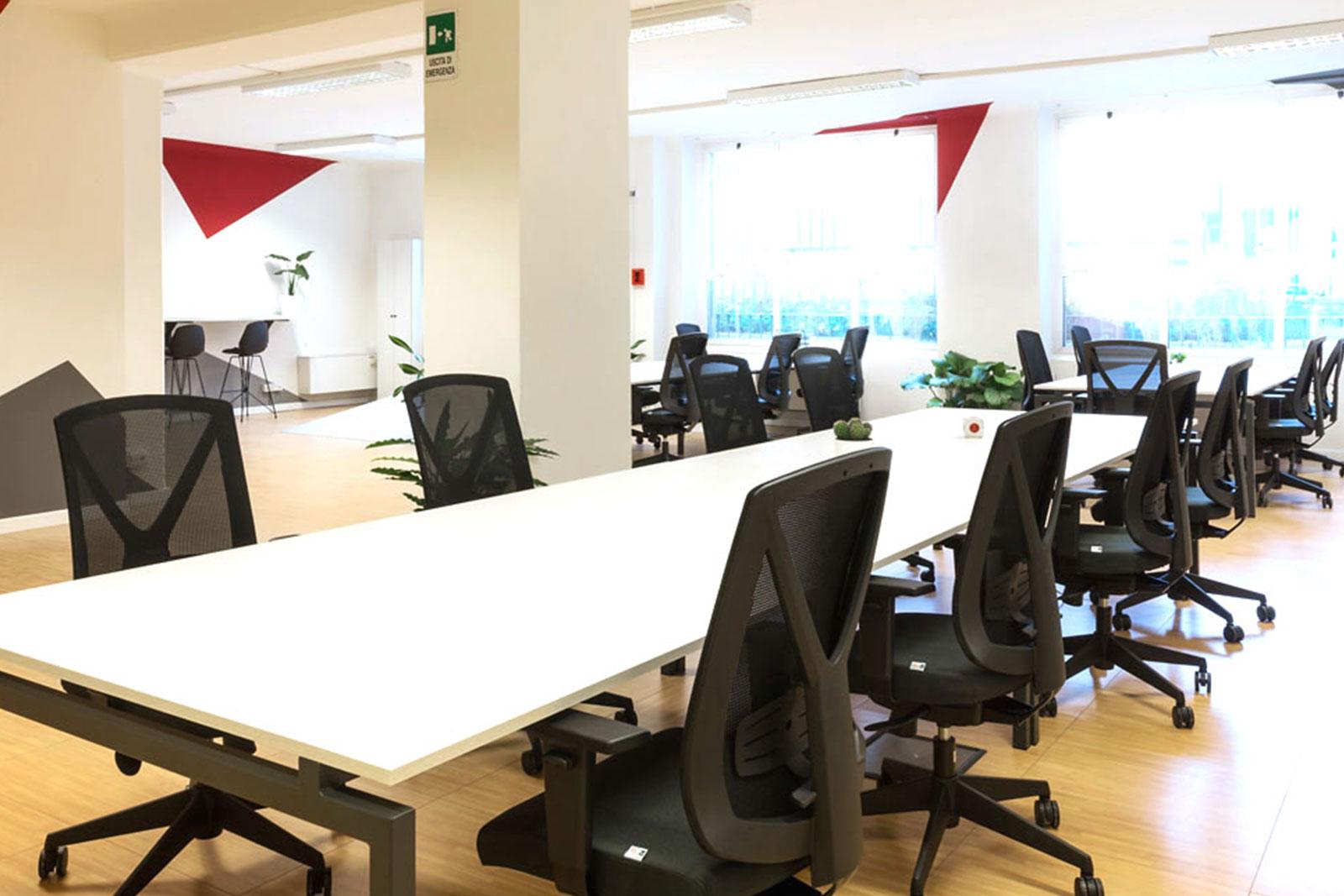 Prezzi coworking milano scrivanie sale riunioni uffici for Uffici temporanei milano prezzi
